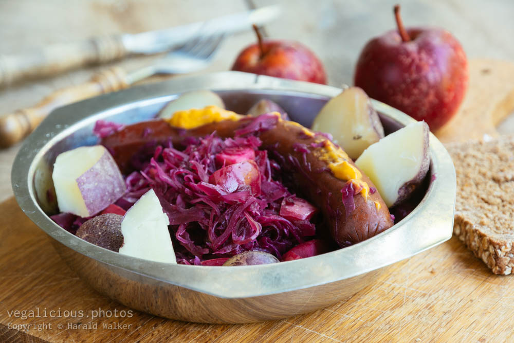 Stock photo of Red cabbage with apples