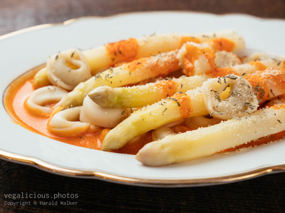 Stock photo of Vegan Tortellini with White Asparagus and Paprika Sauce